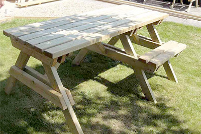 Wheelchair-Accessible-Picnic-Tables